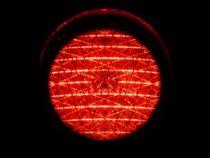 Divieto di proseguire la marcia con impianto semaforico rosso